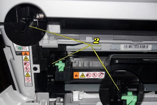 Принтер с раскрытой крышкой