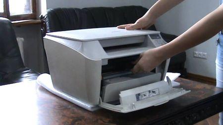Где находится картридж в принтерах различных брендов