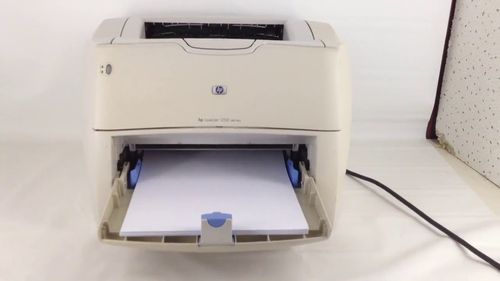 Бумаги в принтере для печати